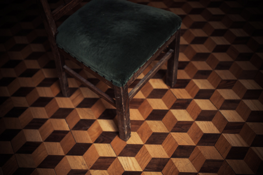 chair_and_cubic_floor_top