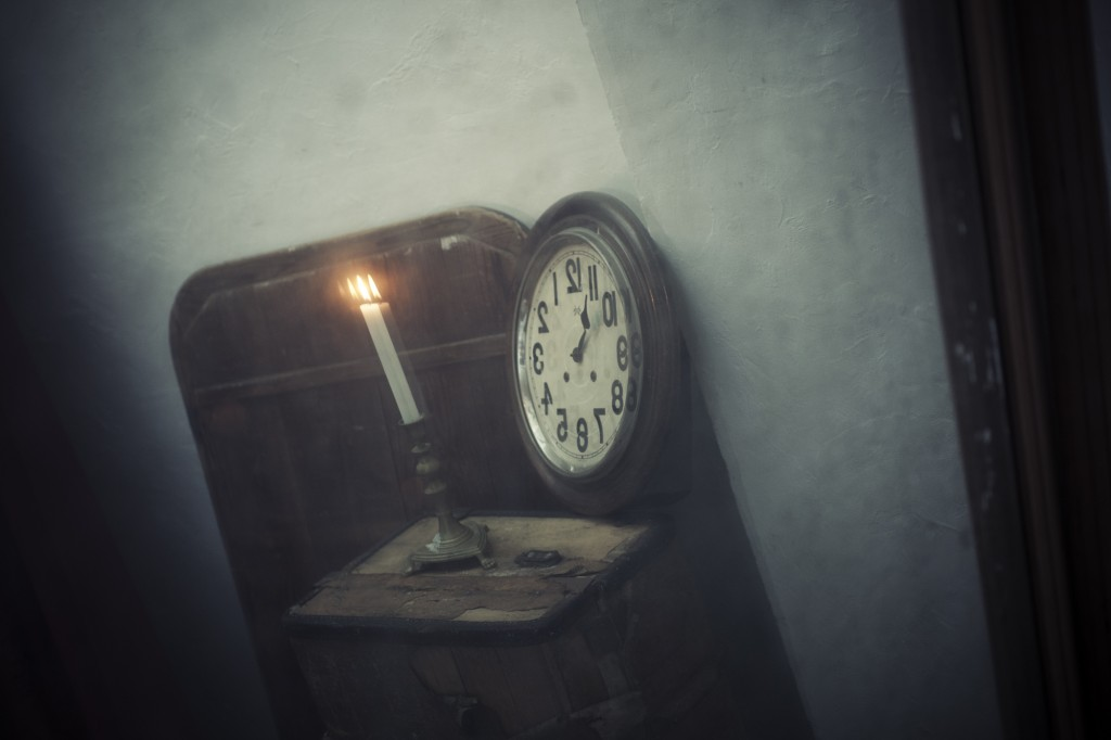 clock_and_candle