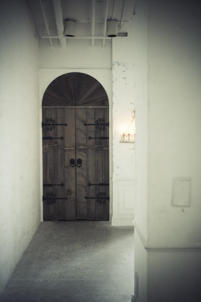 old_door_in