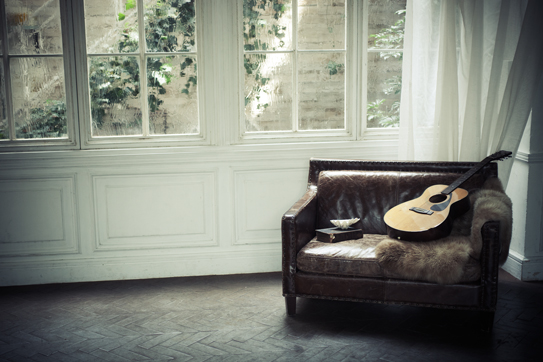sofa_and_guitar_top