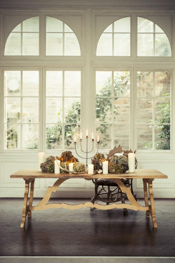 window_and_big_table_02